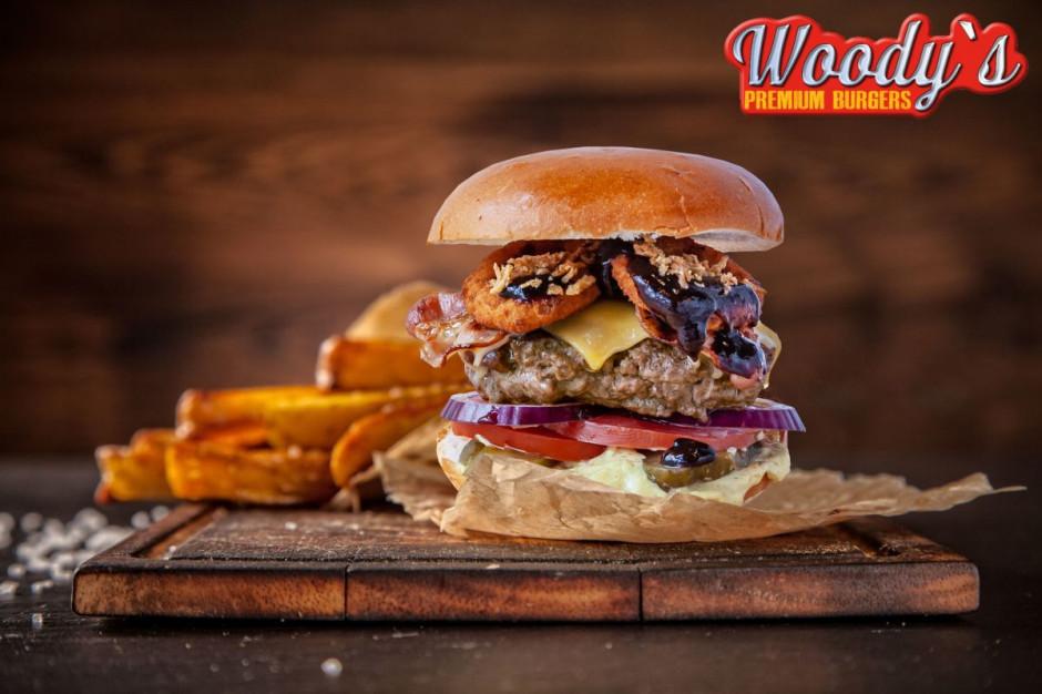 7 Street wprowadza na rynek marką Woody's - Premium Burgers