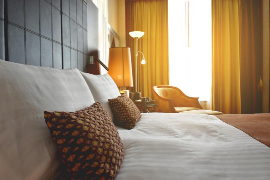 Hotele tracą miliony przez wirusa. Branża tonie!