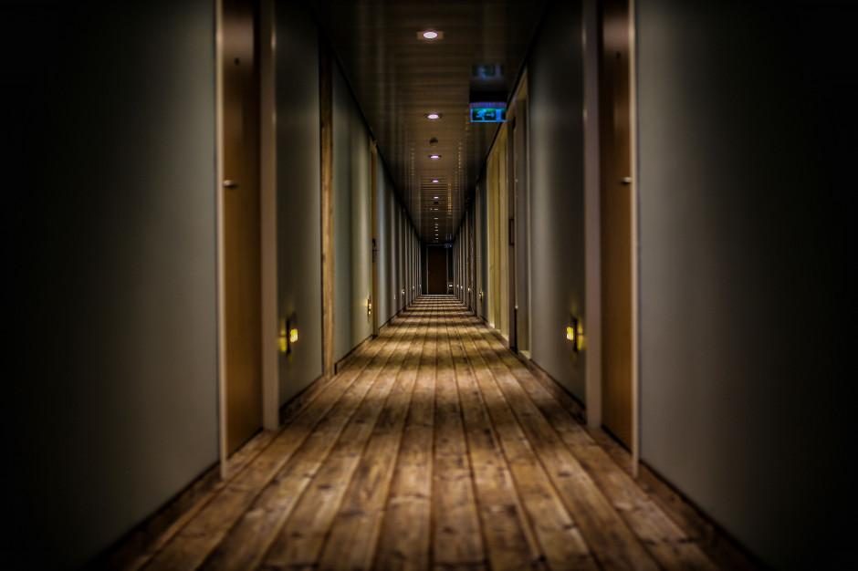 Mazowieckie: Włamali się do zamkniętego hotelu w Serocku; grozi im do 10 lat więzienia