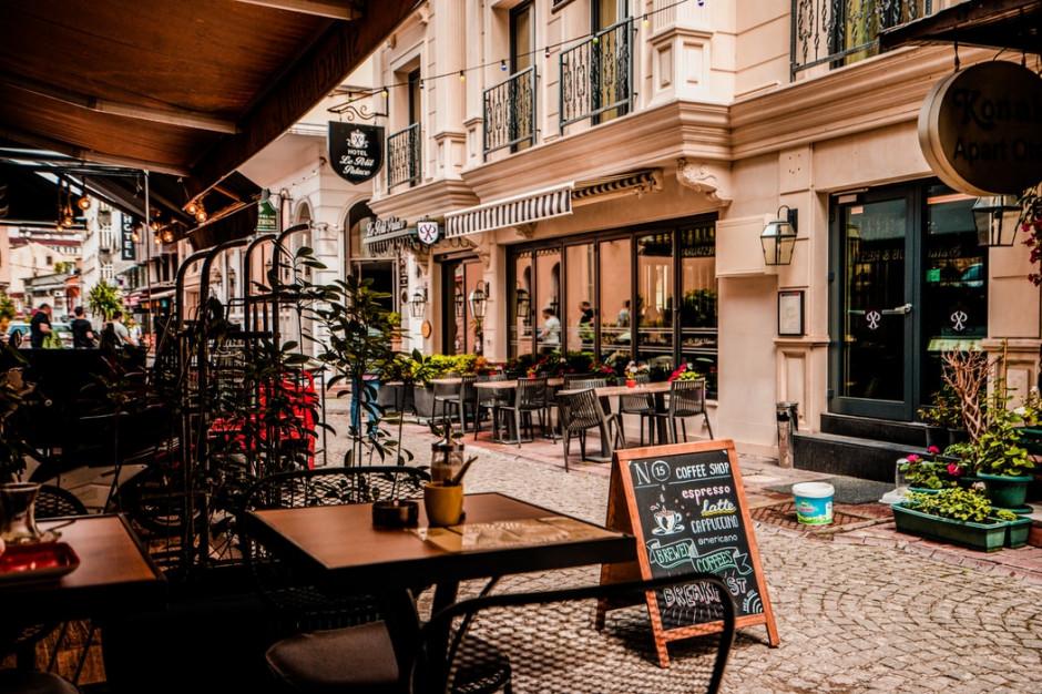 Wilno: kawiarnie i restauracje mogą bezpłatnie wystawiać stoliki na placach i ulicach