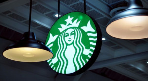 Kawiarnie Starbucks otwarte, na razie w formacie na wynos