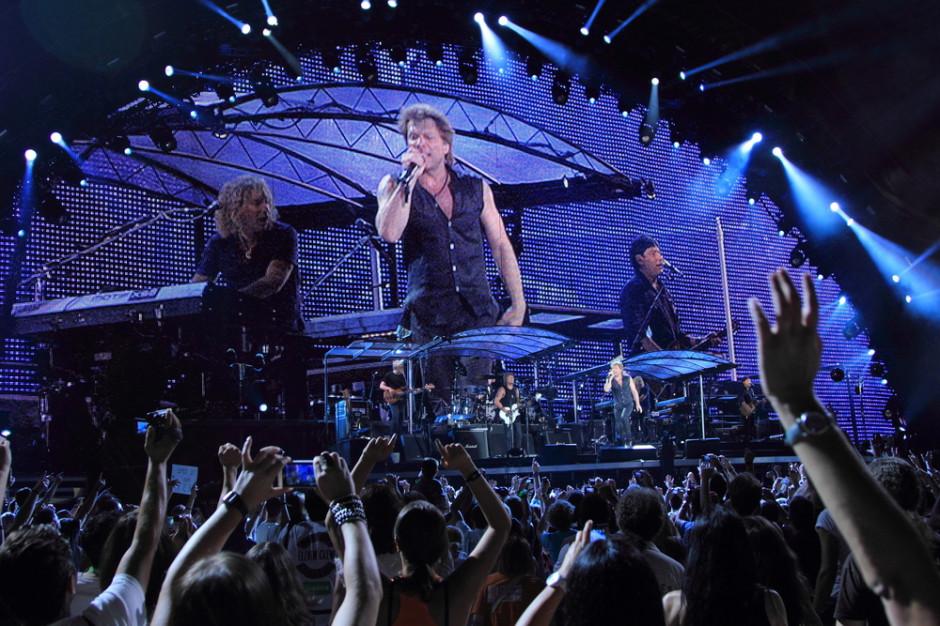Jon Bon Jovi pomaga na zmywaku w jadłodajni społecznej