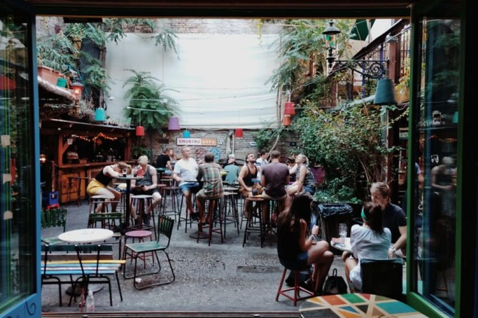 99 procent rabatu dla kieleckich restauratorów na uruchomienie ogródka letniego