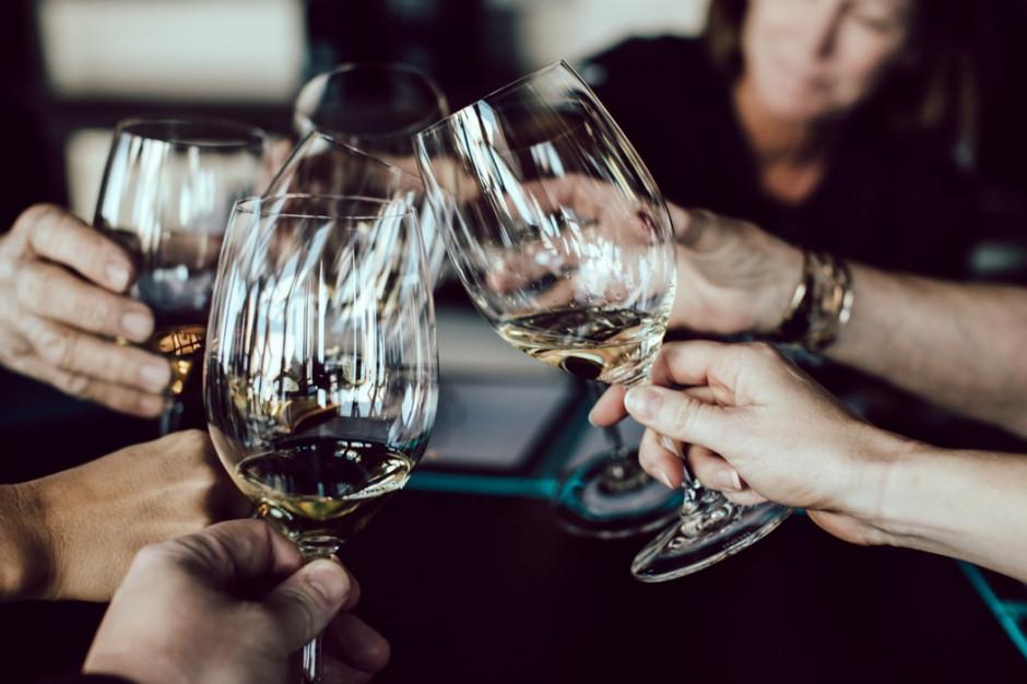 Po otwarciu barów we Włoszech przez życie nocne młodzieży istnieją obawy, że fala zakażeń może wrócić