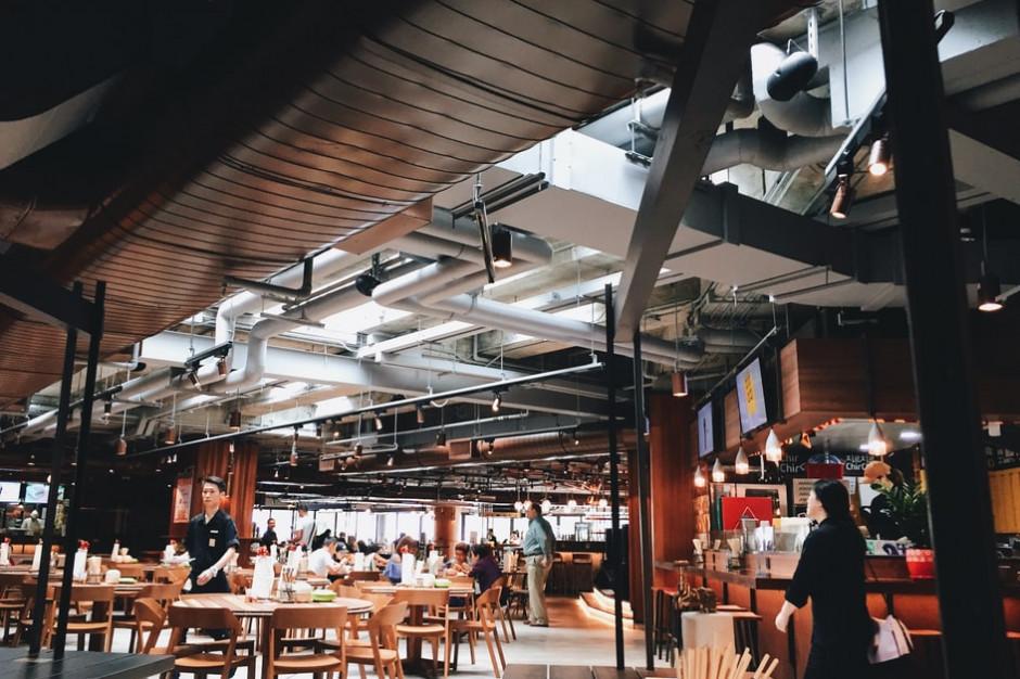 Odmrożenie gastronomii pozytywnie wpływa na odwiedzalność obiektów handlowych