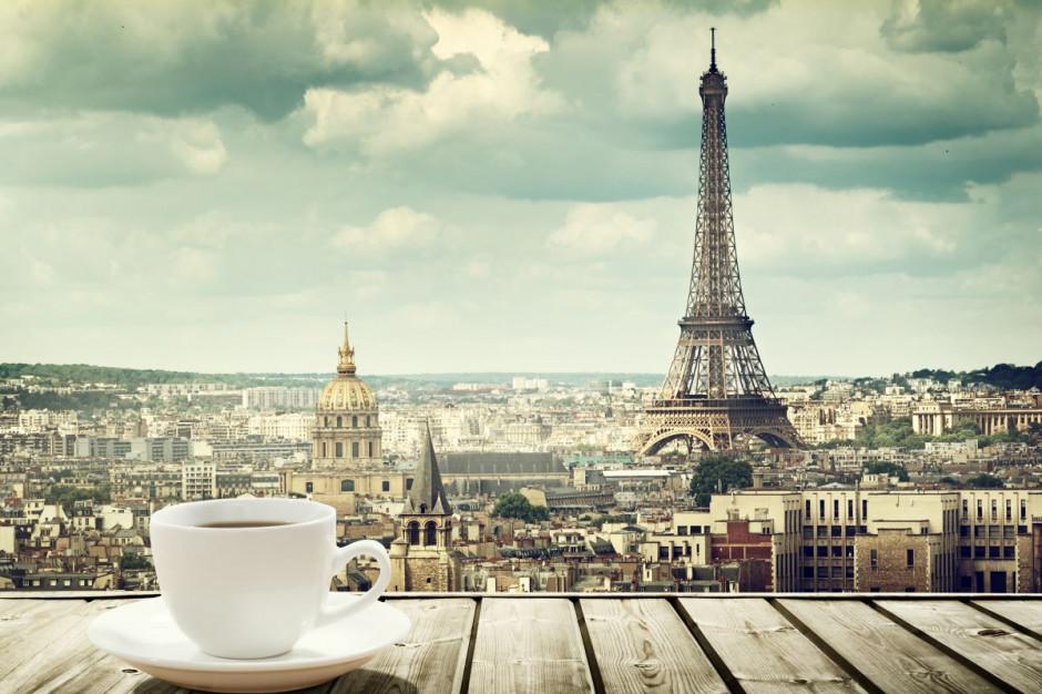 W Paryżu można znów wypić kawę przy barze
