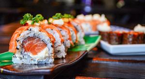 Uber Eats: W ciągu roku liczba zamówień sushi wzrosła w niektórych miastach o 200 proc