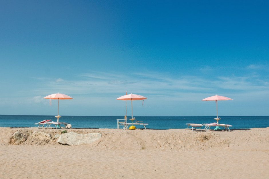 Dzień na plaży we Włoszech kosztuje przez pandemię o 30 procent więcej
