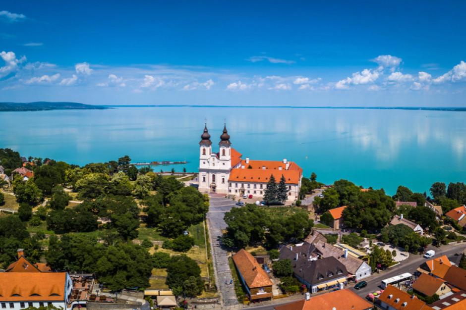 Węgry: Restauratorzy i sprzedawcy nad Balatonem skarżą się na mały ruch