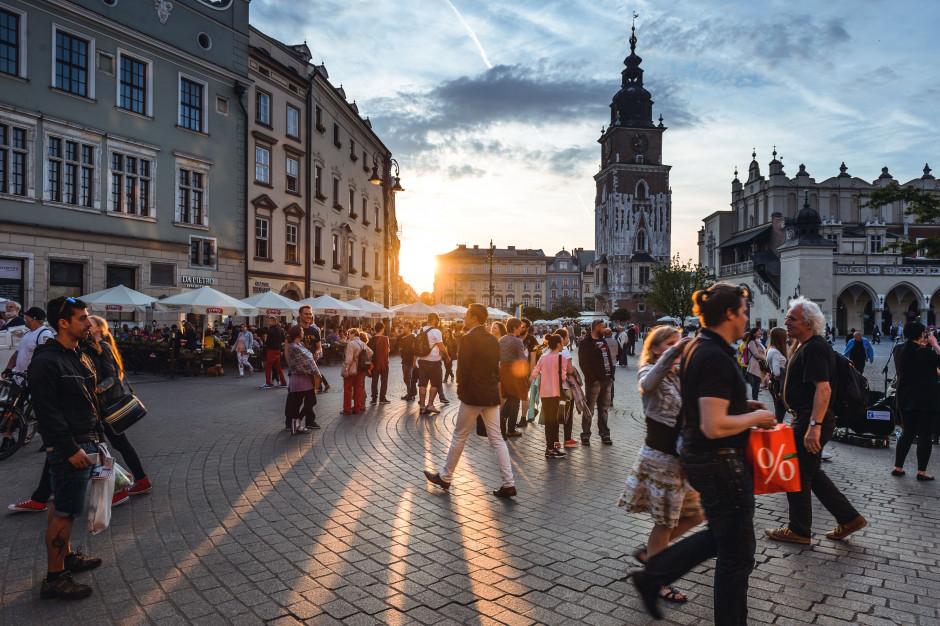 GUS: w I kwartale liczba turystów spadła o 17,3 proc. rdr, zagranicznych o 21,8 proc.