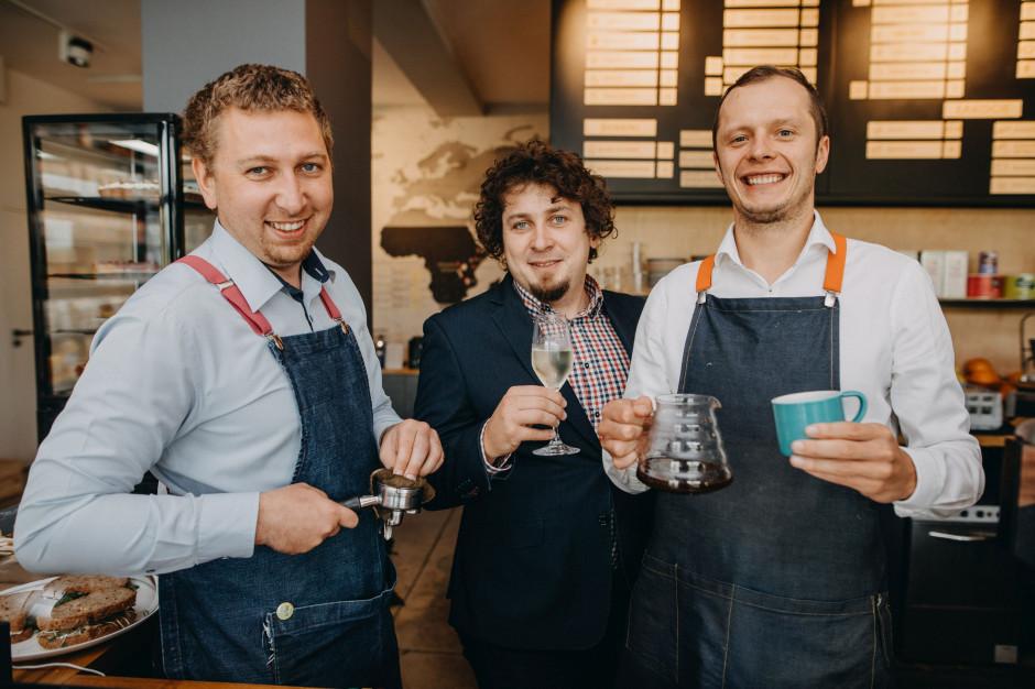 Coffeedesk zwiększa sprzedaż i stawia na rozwój. W planach sieć kawiarni