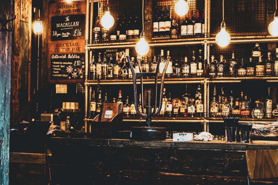 W. Brytania: 3 puby ponownie zamknięte po wykryciu przypadków koronawirusa