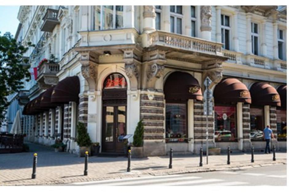 Budynek z Pijalnią Czekolady w Warszawie odzyskuje dawny blask
