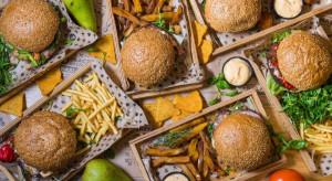 Uber Eats: burger, kebab i pad thai najczęstszymi wyborami Polaków (badanie)