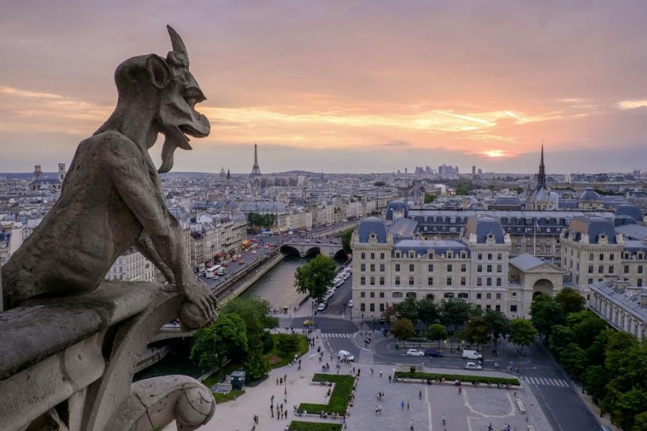 Regiony turystyczne we Francji wprowadzają obowiązek noszenia maseczek