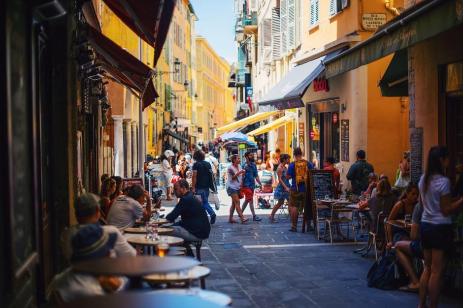 Na południu Francji restauracje i bary będą zamykane o godz. 23