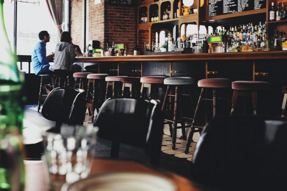 Anglia z nowymi wytycznymi dot. spotkań m.in. w restauracjach