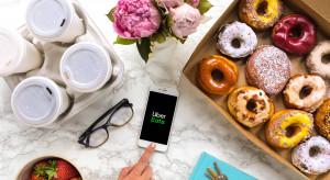 Uber Eats: Latte najczęściej zamawianą kawą w dostawie (badanie)