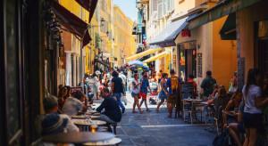 W kolejnych regionach Francji wprowadzono nakaz zamykania barów i restauracji do północy
