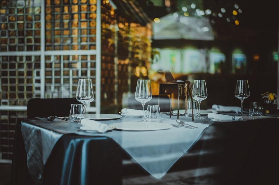 46 proc. konsumentów obecnie rzadziej bywa w restauracjach niż przed pandemią (badanie)