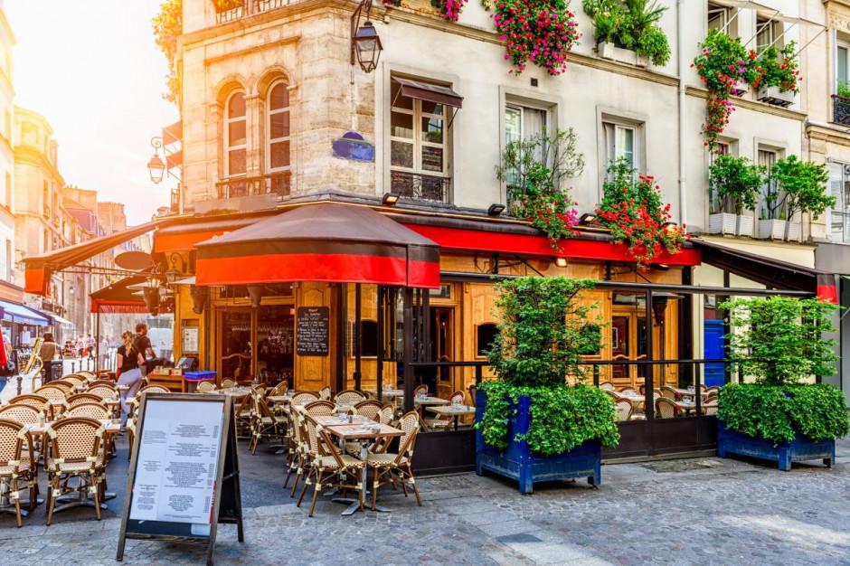Paryż: od wtorku zamknięte bary, restauracje otwarte pod pewnymi warunkami...