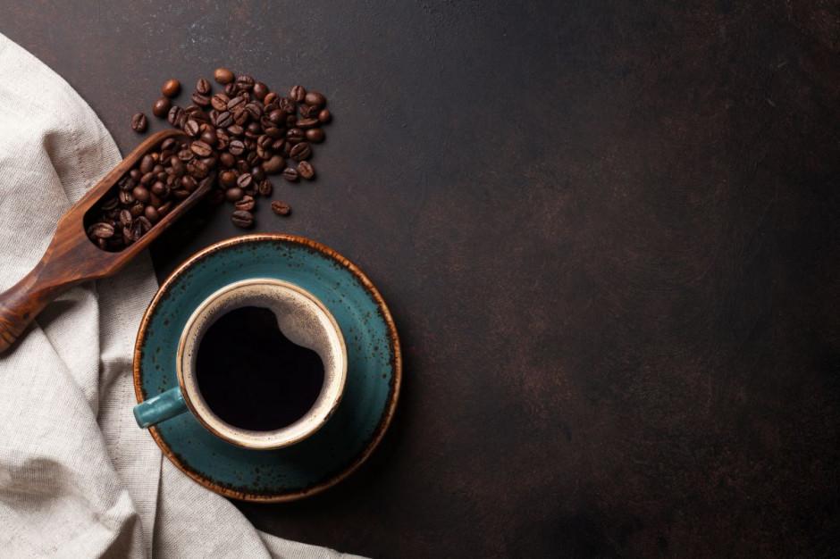 Polacy parzą kawę w domu. Kawiarnie tracą!