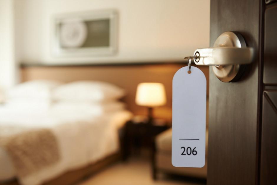 Żółte i czerwone strefy dobijają hotelarzy