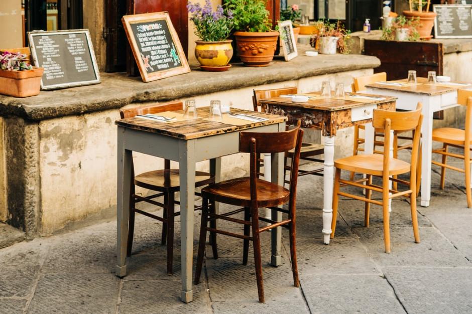 Od poniedziałku we Wloszech restauracje, bary, cukiernie i lodziarnie mogą być czynne tylko do godziny 18.00