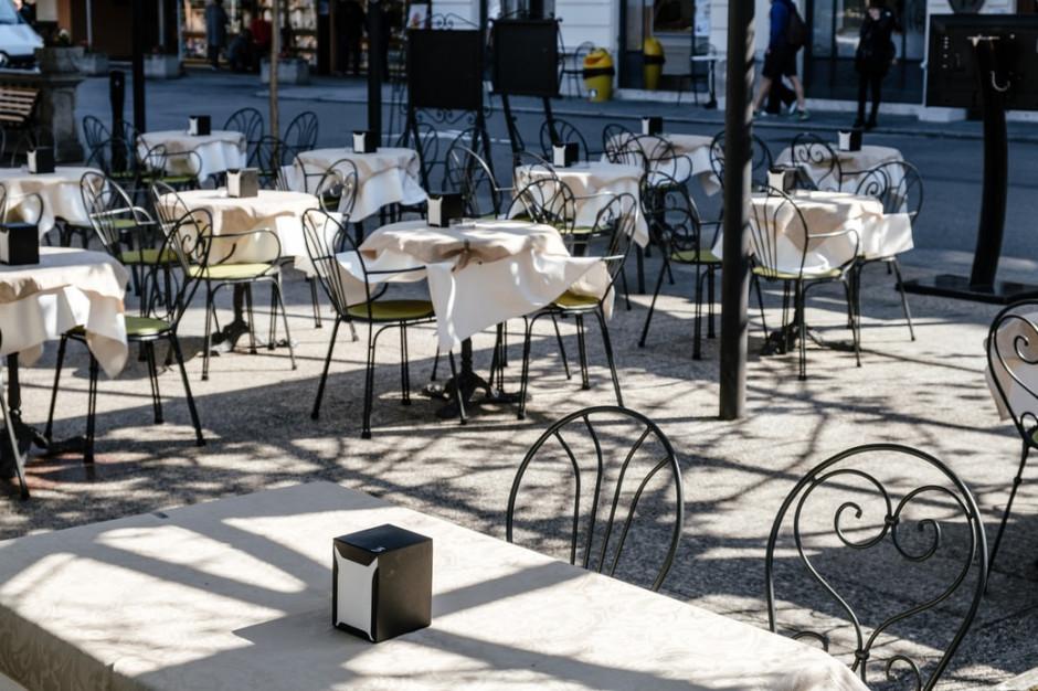 Włochy: w całej branży gastronomicznej rośnie obawa, że Włosi na długo odzwyczają się od chodzenia do restauracji