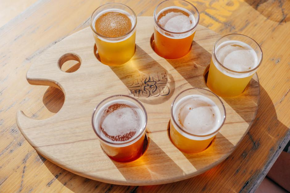 W Wielkiej Brytanii puby mogą sprzedawać piwo na wynos, ale tylko zamówione zdalnie