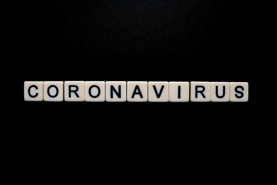 Naukowcy: otwarcie restauracji, siłowni i hoteli to największe ryzyko rozprzestrzeniania się koronawirusa