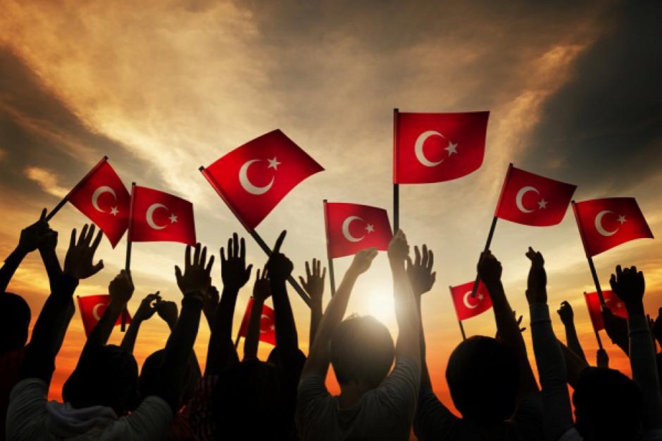 W Turcji nowe obostrzenia ograniczające godziny pracy restauracji i kawiarni