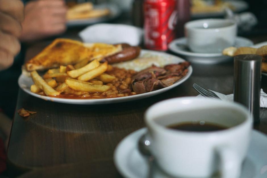 W Irlandii po tygodniu przerwy znów ostrzejsze restrykcje, gastronomia tylko na wynos
