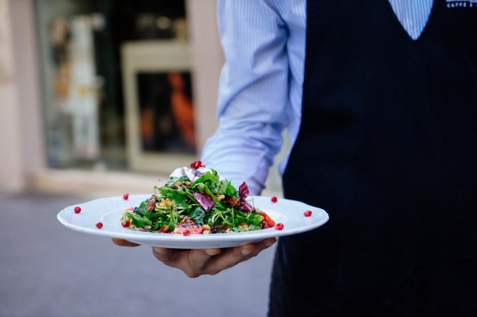 MF: kelnerzy tracą na braku płatności bezgotówkowych