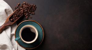 Chiny: Łapa niedźwiedzia serwuje kawę przez otwór w ścianie
