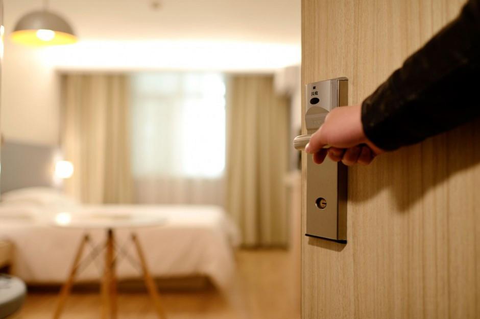 Ekspert: ferie powinny być rozciągnięte w czasie.  W hotelach jest możliwe wprowadzenie reguł bezpieczeństwa