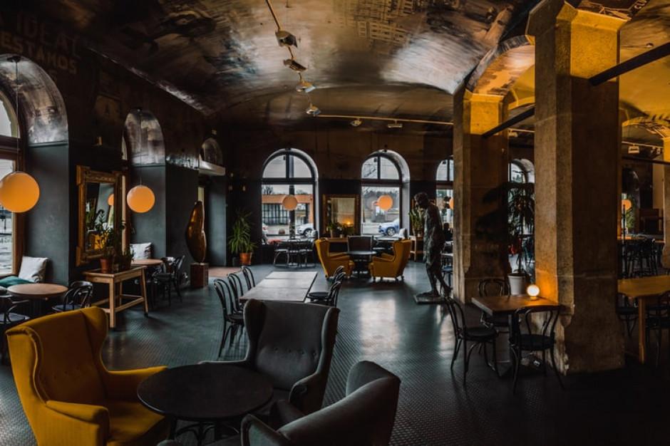 Masowe zwolnienia pracowników i bankructwa w polskiej gastronomii