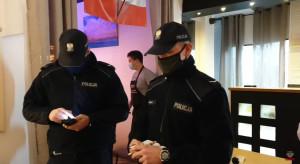 Policyjny nalot na pizzerię w Skoczowie (wideo)