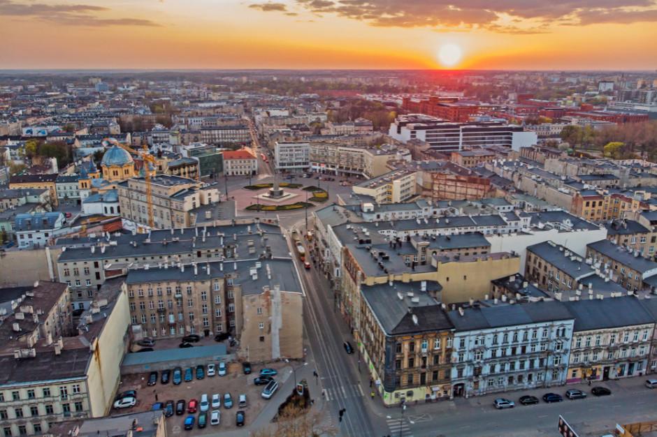 Dwie restauracje i biuro podróży w zabytkowej kamienicy w Łodzi