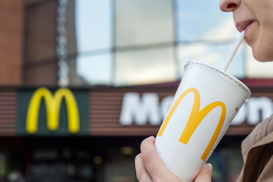 Woda zamiast napojów gazowanych w zestawach promocyjnych McDonald's