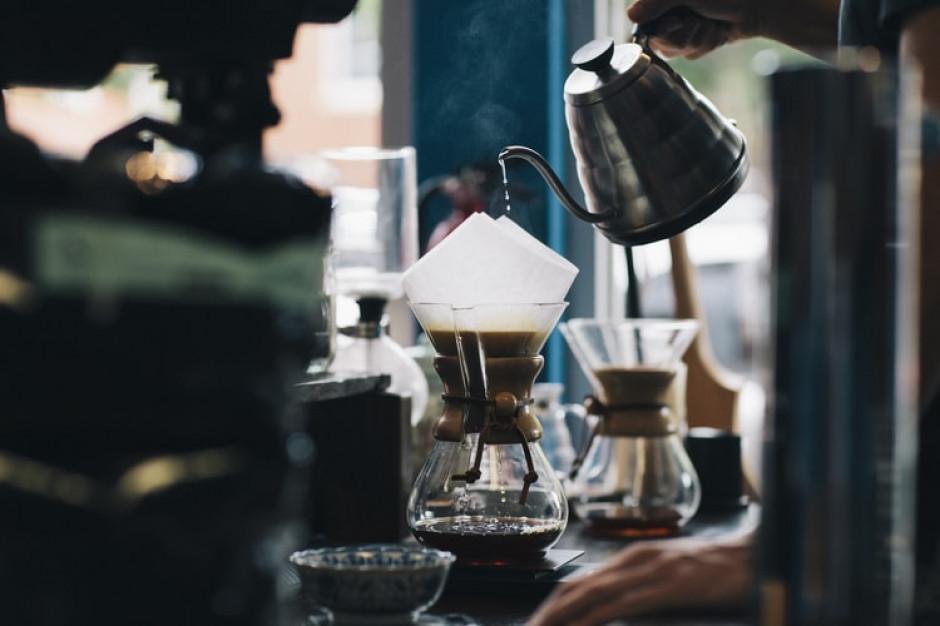 Kilka kawiarni w Wiedniu otwiera się dla uczniów i studentów mimo lockdownu