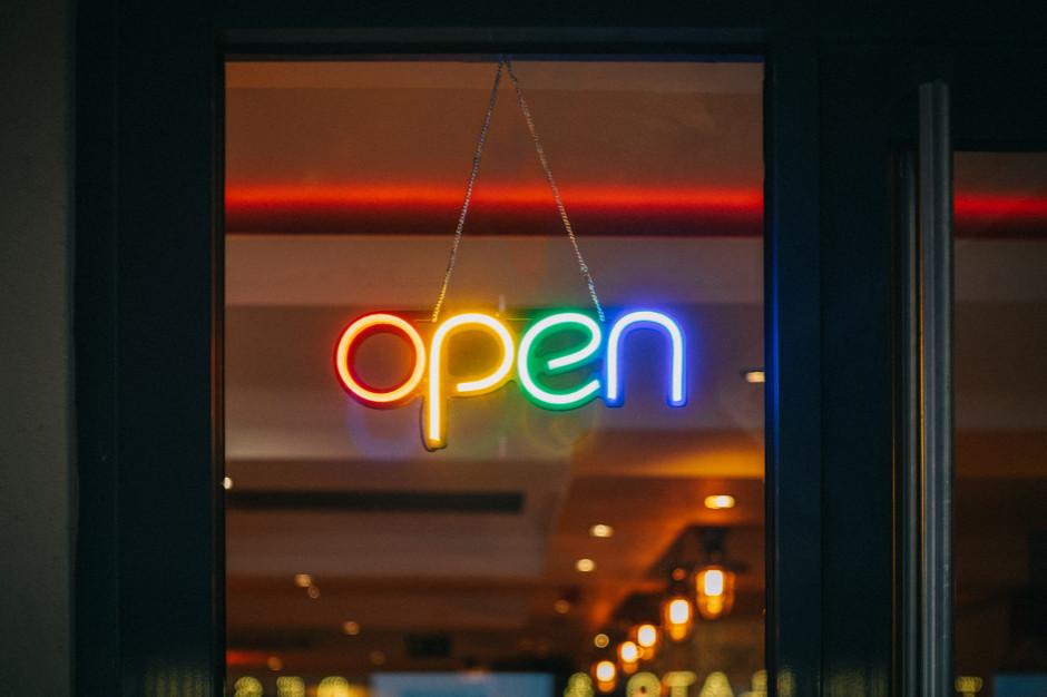 Włochy: Otwarto ok. 300 tys. barów i restauracji po złagodzeniu restrykcji