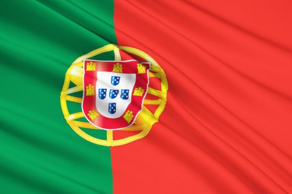 Portugalia: Właściciel kawiarni w czasie godziny policyjnej rozdaje ubogim zupę