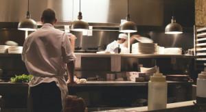Firmy ostrożnie będą zatrudniać na etat m.in. w gastronomii