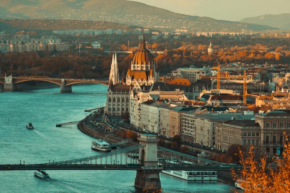 Węgry: Do końca maja restauratorzy będą zwolnieni z opłat za wynajem rządowych lokali
