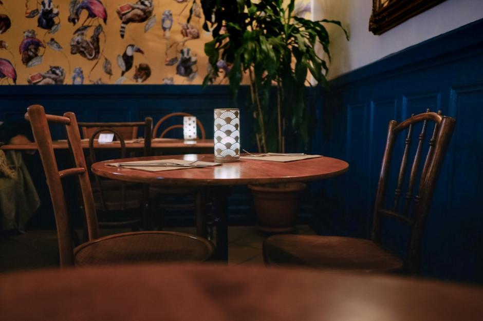 Sondaż: 47 proc. Polaków poszłoby do restauracji otwartej wbrew obostrzeniom