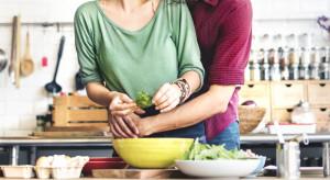 Walentynki: Co zamiast wyjścia do restauracji? (badanie)