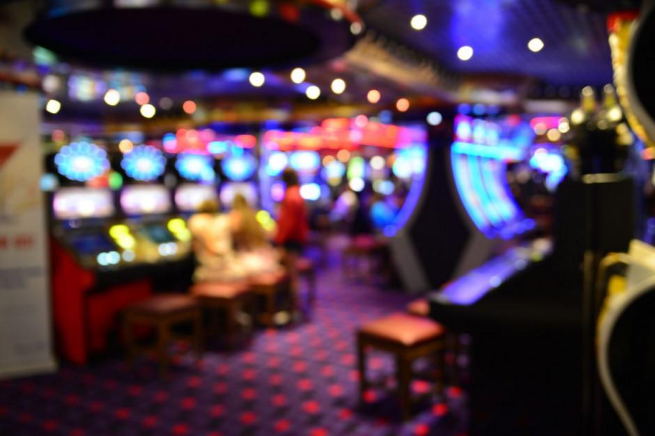 Rząd planuje zakazać serwowania posiłków w kasynach