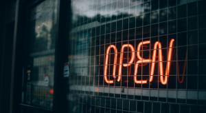 Francja: Senatorowie domagają się otwarcia restauracji na czas lunchu