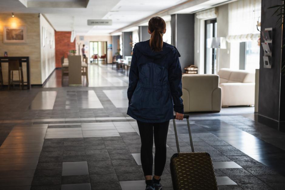 Rząd szykuje się do trzeciej fali pandemii. Hotele tylko dla dorosłych?